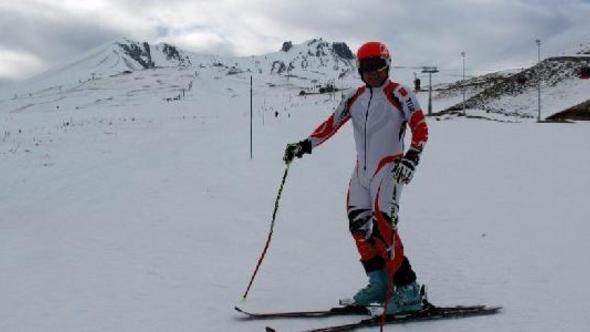 hedefi dünya şampiyonu olmak olan kayakçı